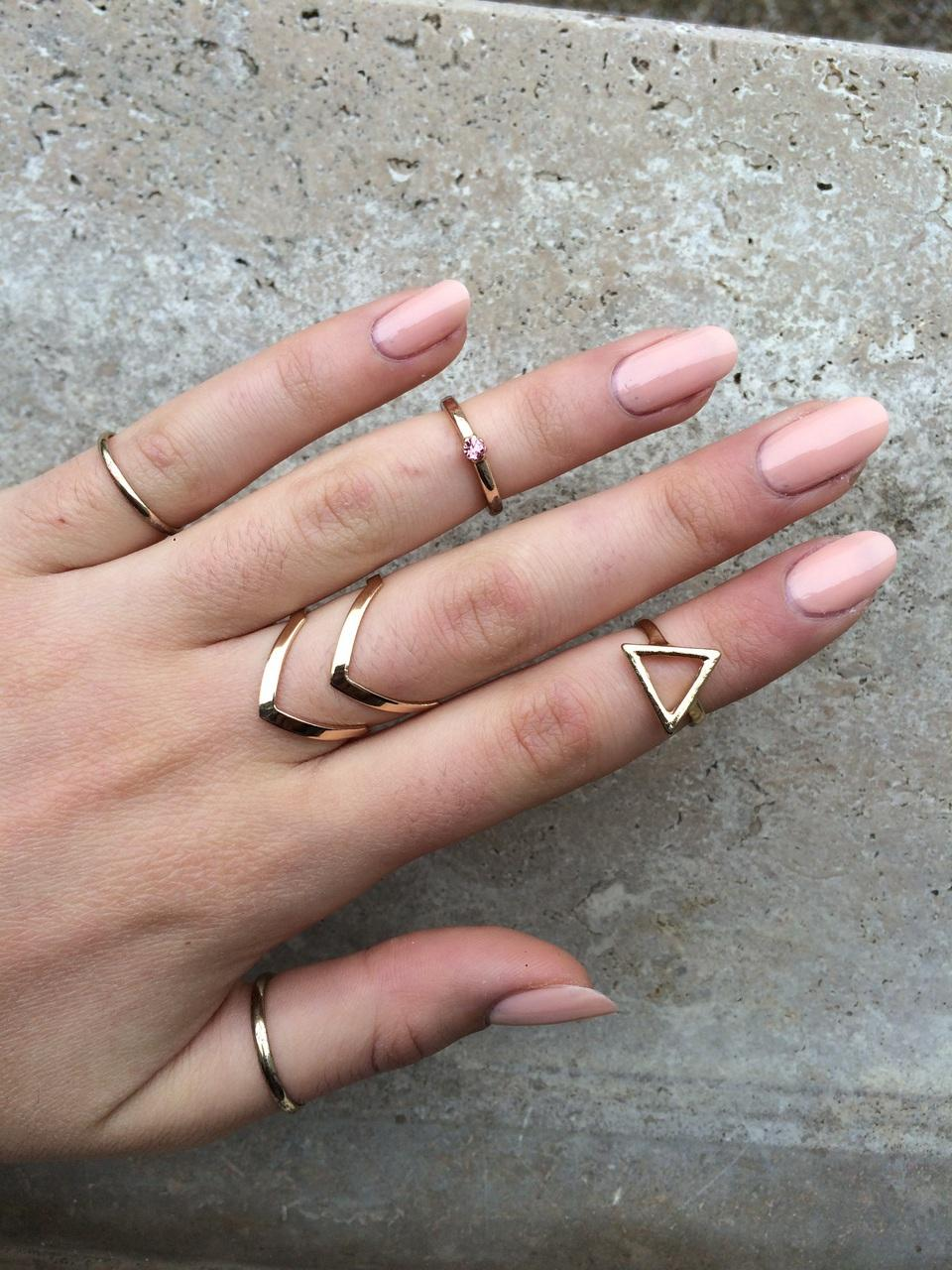 anelli, arrows, beautiful, gold, grey, hand, mano, nail art, nails, oro, pink, rings, rosa, triangle, unghie, cipria