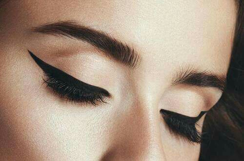 eyelash, eye, eyebrow and makeup