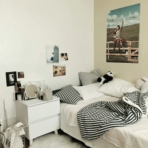 Decor inspiracja pok j tumblr bia e obraz 4376095 for Bedroom decor inspiration tumblr