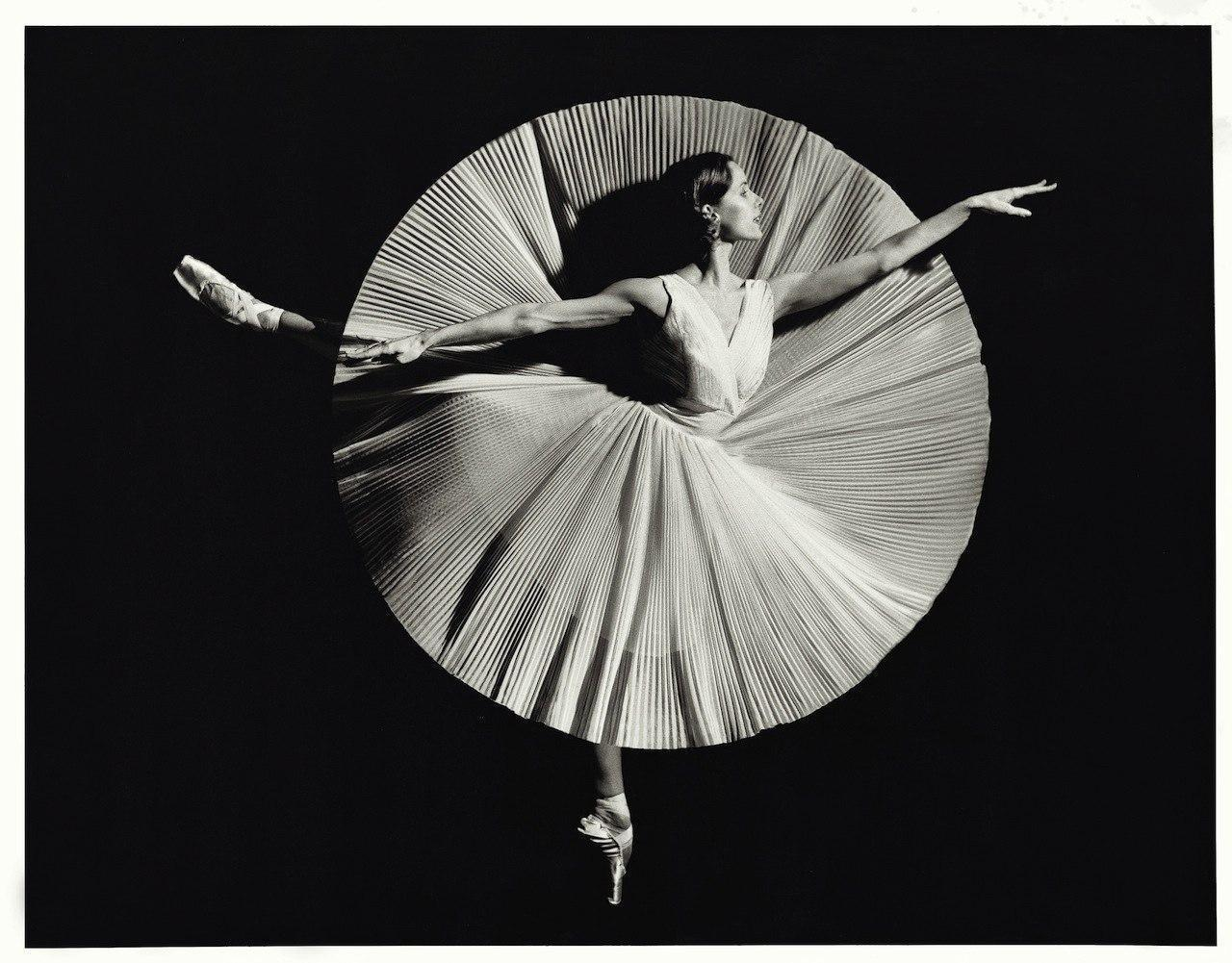 art, balley, black and white, circle, dance