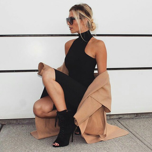 black dress, blogger, blonde, boots, clothes