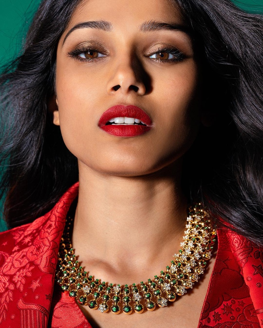 actress, bollywood, freida pinto, jewellery, lips